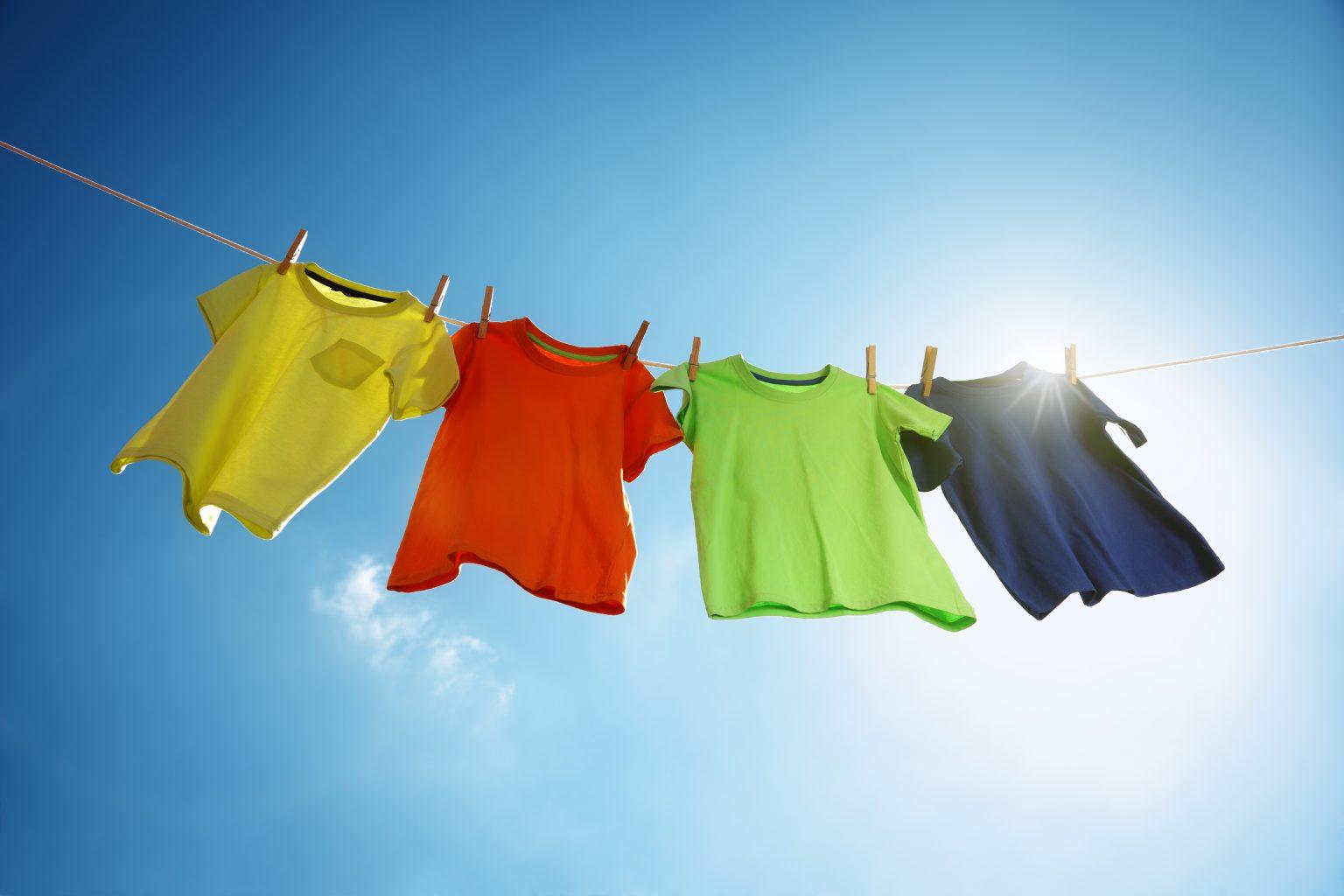 Çamaşırların renklerinin solmadan uzun süre canlılığını koruması için ne yapmalıyım?